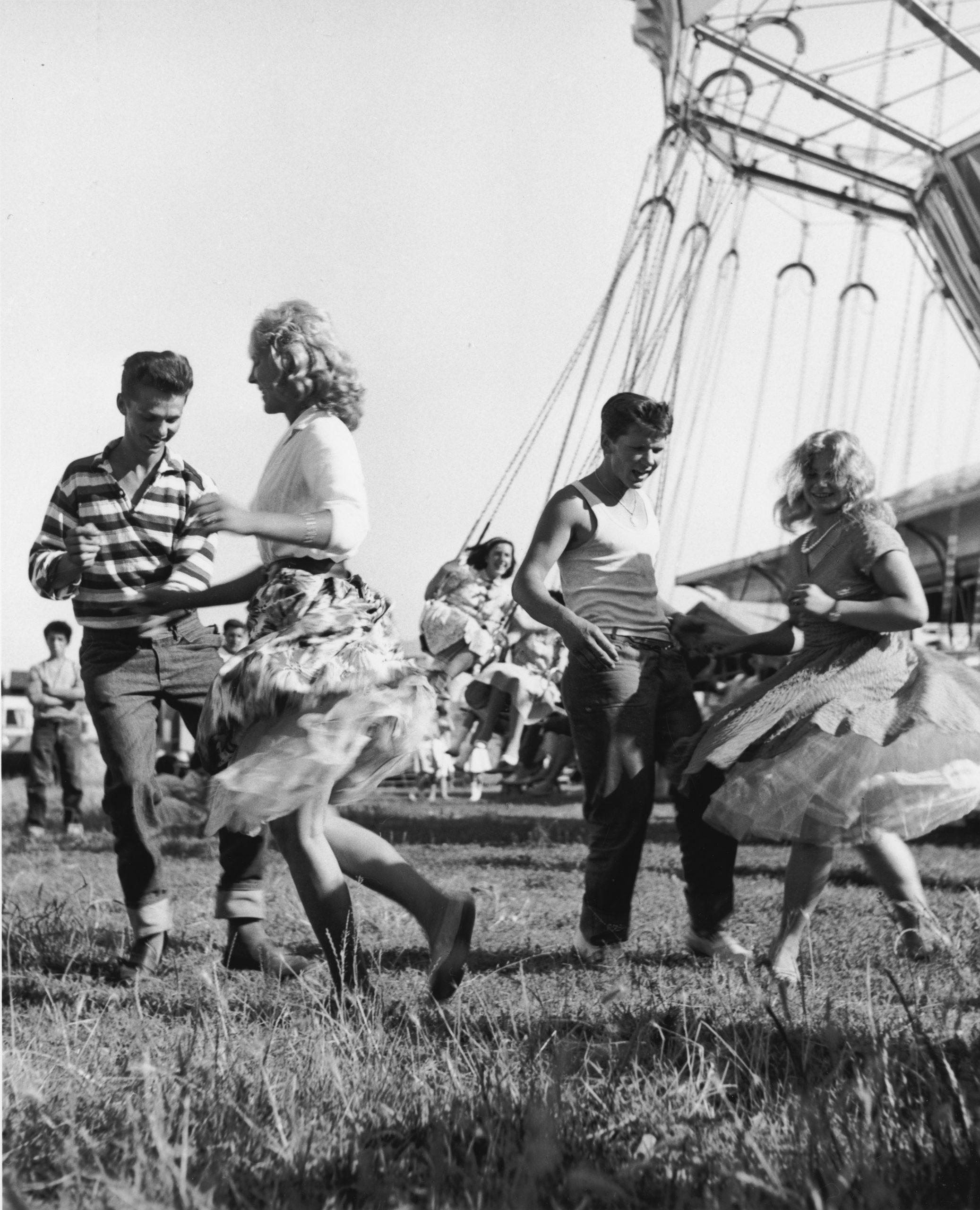 01_Mario Cattaneo, dalla serie Luna Park, 1955 - 1963 © Museo di Fotografia Contemporanea