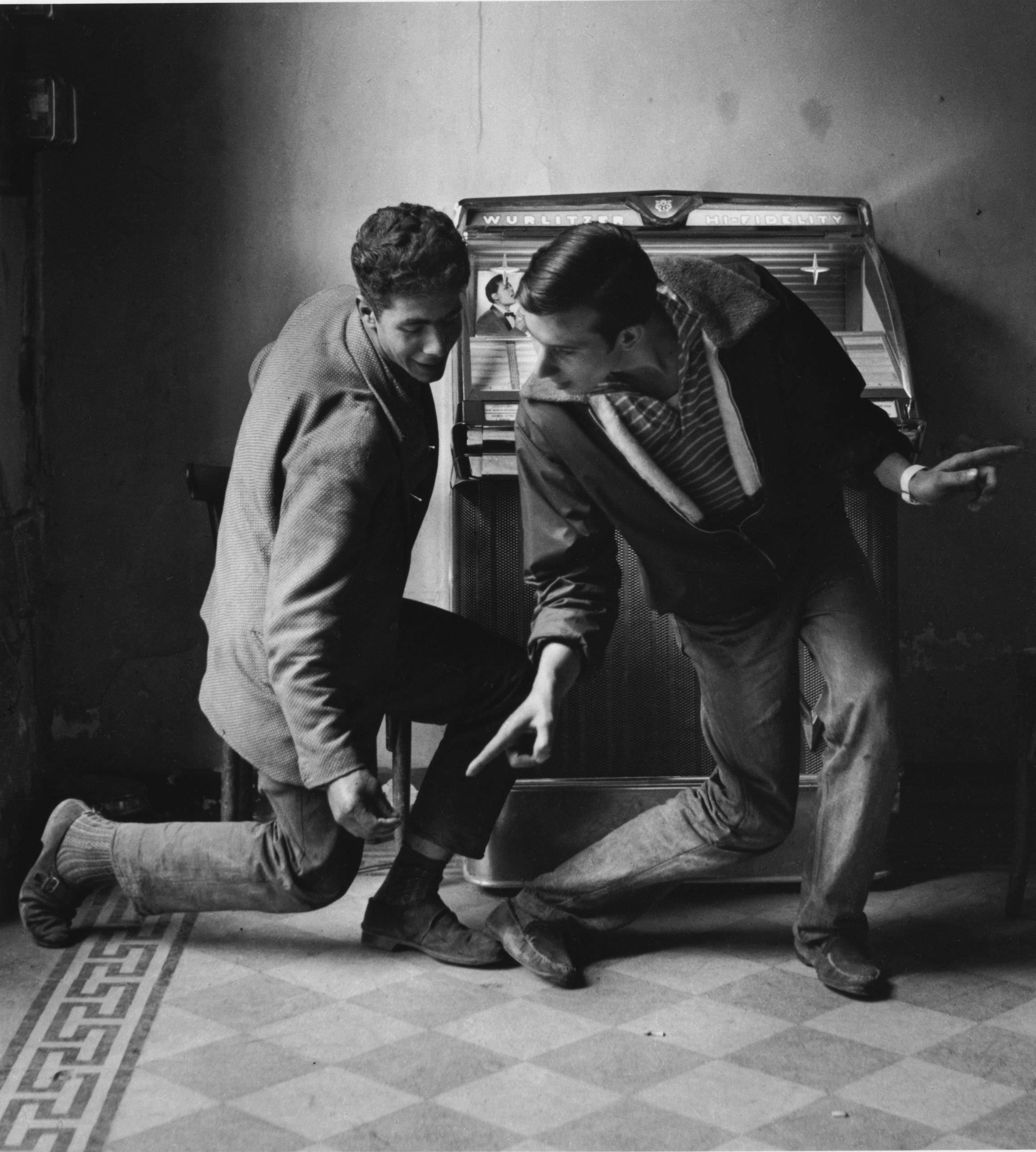 06_Mario Cattaneo, dalla serie Juke Box, 1958 © Museo di Fotografia Contemporanea